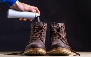 what causes smelly feet